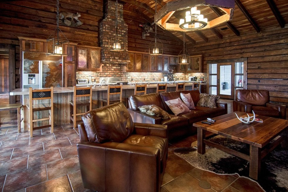 You can buy jason aldean 39 s farm for a cool 4 5 million for Hunt texas cabins