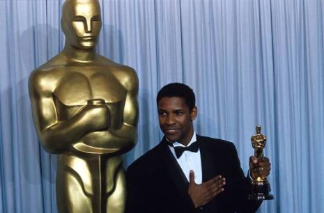 Denzel Washington with his Oscar (2002)