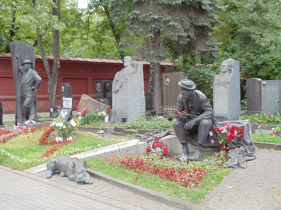 Statues and sculptures in the cemetary
