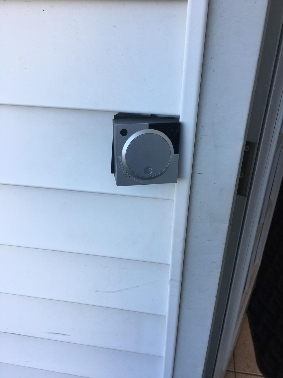 Snap on August Doorbell Cam.