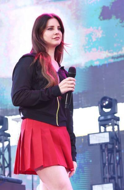 Lana Del Rey at the KROQ Weenie Roast & Fiesta