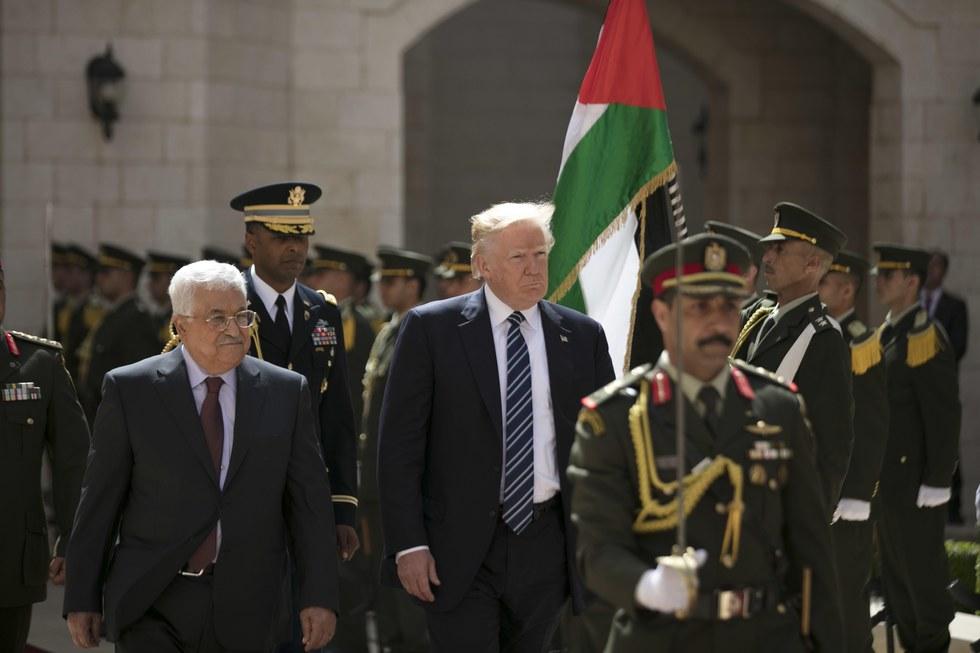 Trump team preps 'war room' to defend against Russia probe